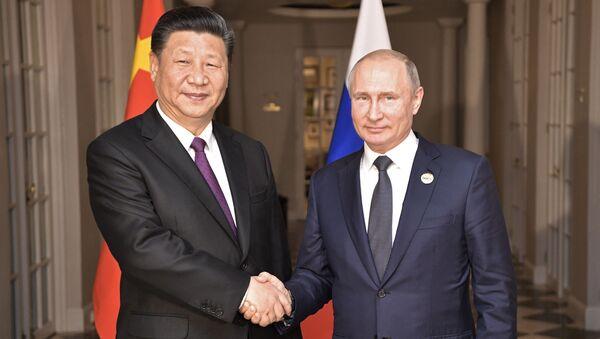 Čínský prezident Si Ťin-pching a jeho ruský protějšek Vladimir Putin - Sputnik Česká republika