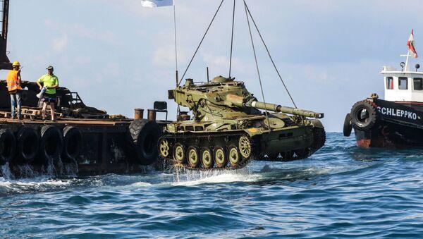 Ve Středozemním moři utopili tank, aby zachránili ryby - Sputnik Česká republika