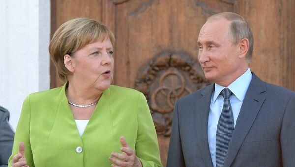 Vladimir Putin s Angelou Merkelovou v Německu - Sputnik Česká republika