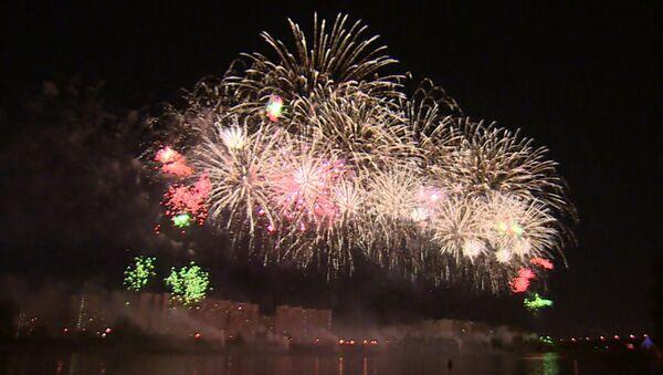 """120 ohnivých proudů """"tančily"""" v nebe Moskvy. Jaký byl první den festivale Rostech (VIDEO) - Sputnik Česká republika"""