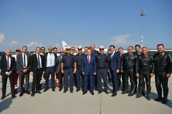 Vladimir Putin na svatbě rakouské ministryně zahraničí - Sputnik Česká republika