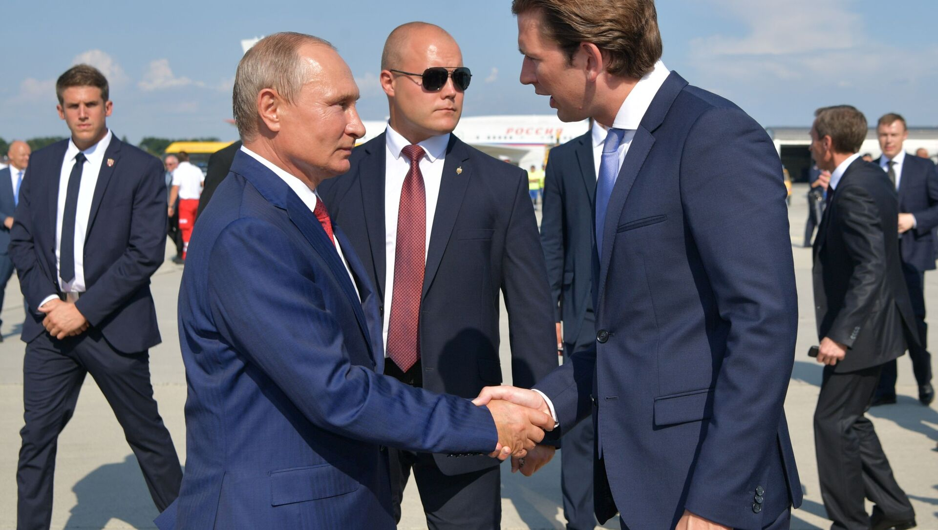 Ruský prezident Vladimir Putin a rakouský premiér Sebastian Kurz - Sputnik Česká republika, 1920, 26.02.2021