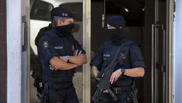 Španělští policisté ve městě Cornellà de Llobregat (ilustrační foto) - Sputnik Česká republika