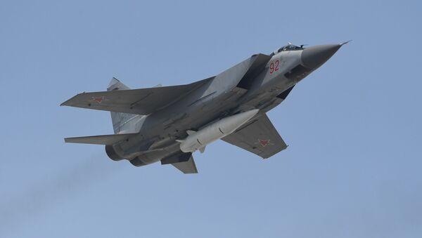 Víceúčelový stíhací letoun MiG-31 s hypersonickou raketou Kinžal - Sputnik Česká republika