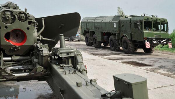 Dělo Hyacint a raketový komplet Iskander v Kaliningradu - Sputnik Česká republika