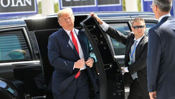 Donald Trump na summitu NATO v Bruselu 11. července 2018 - Sputnik Česká republika