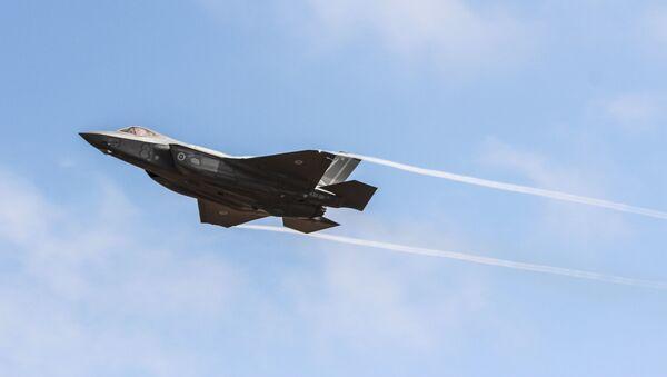 Bojový letoun F-35 - Sputnik Česká republika