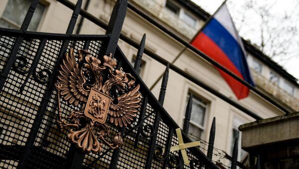 Ruský erb na bráně ruského velvyslanectví v Londýně - Sputnik Česká republika