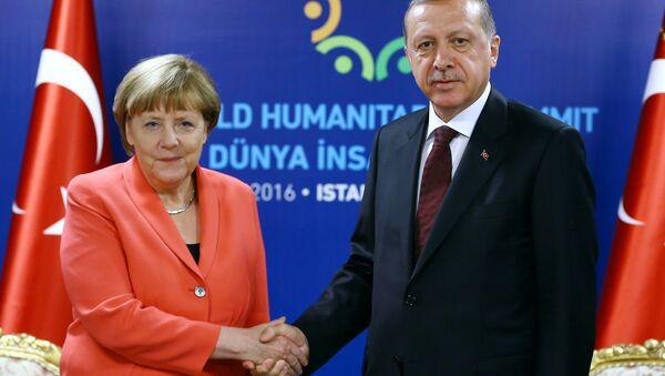 Německá kancléřka Angela Merkelová a její turecký protějšek Recep Tayyip Erdoğan - Sputnik Česká republika