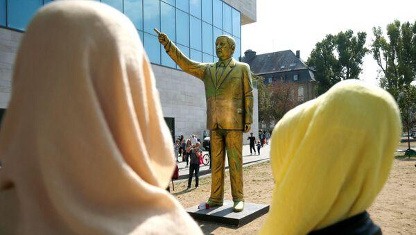 Socha tureckého prezidenta Erdogana ve Wiesbadenu - Sputnik Česká republika