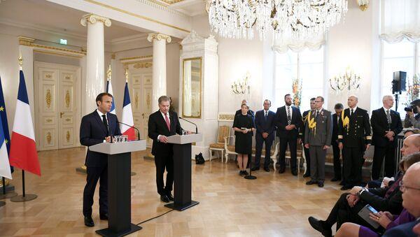 Francouzský prezident Emmanuel Macron a finský prezident Sauli Niinisto během tiskové konferenci v prezidentském paláci v Helsinkách - Sputnik Česká republika