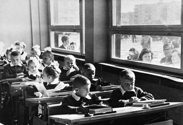 Poprvé do školy. Jak to bylo v dobách SSSR? - Sputnik Česká republika