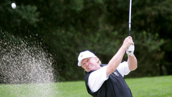 Americký prezident Donald Trump hraje golf - Sputnik Česká republika
