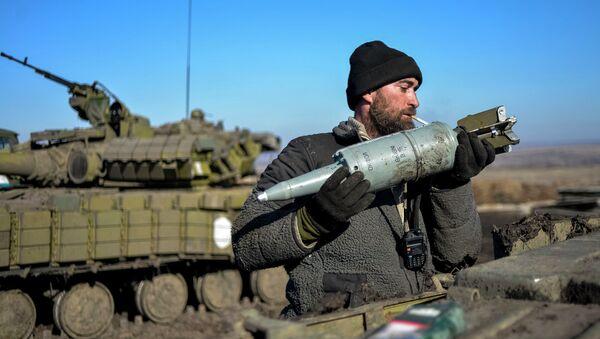 Ukrajinský voják a munice - Sputnik Česká republika