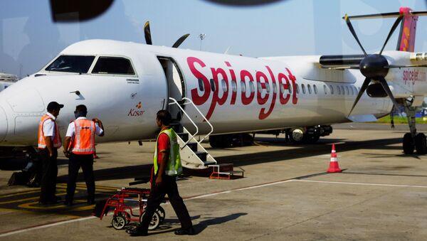 Bombardier Q400 společnosti SpiceJet - Sputnik Česká republika