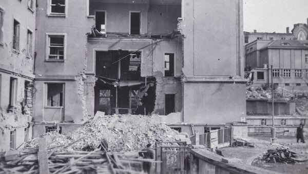 Budova Emauzského kláštera zničená po americkém leteckém náletu na Prahu v únoru 1945 - Sputnik Česká republika