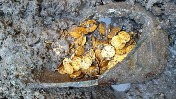 U Comského jezera v Itálii našli zlaté mince staré více než 1,5 tisíce let - Sputnik Česká republika