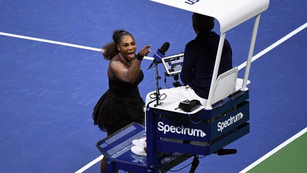 Tenistka Serena Williamsová uráží rozhodčího Carlose Ramose - Sputnik Česká republika