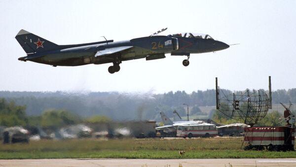 Nadzvukové, víceúčelové bojové letadlo s technologií V/STOL Jak-141 - Sputnik Česká republika