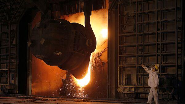 На сталелитейном заводе в китайском городе Цзянъинь. Архивное фото - Sputnik Česká republika
