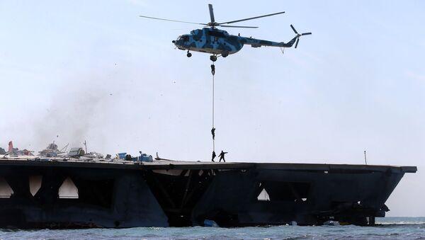 Vojenská cvičení Íránu v Hormuzském průlivu - Sputnik Česká republika