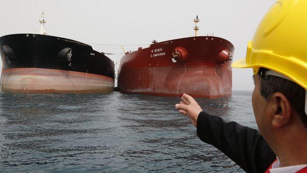 Tankery s ropou v Íránu - Sputnik Česká republika
