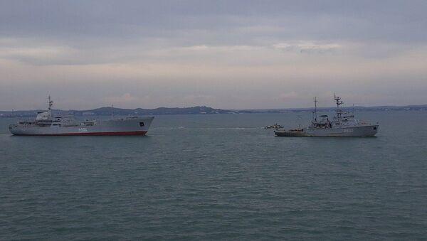 Ukrajinské lodě po proplutí pod Krymským mostem - Sputnik Česká republika
