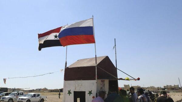 Syrská a ruská vlajka. Ilustrační foto - Sputnik Česká republika