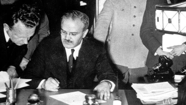 Podepsání Paktu Ribbentrop-Molotov - Sputnik Česká republika
