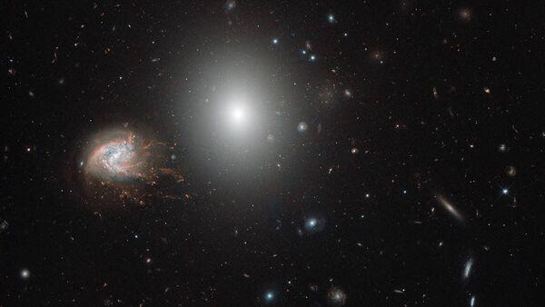 Galaxie NGC 4858 - Sputnik Česká republika
