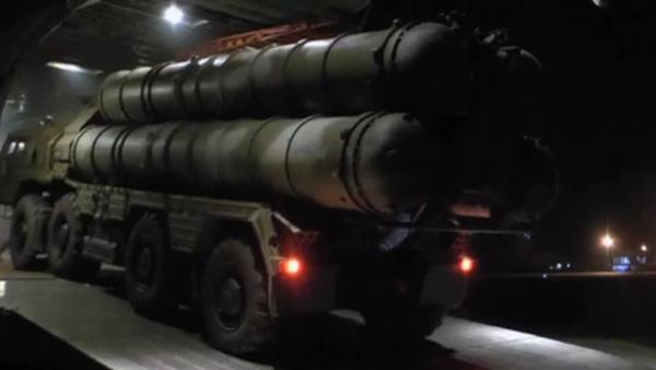 Byly uveřejněny nové záběry dopravy S-300 do Sýrie - Sputnik Česká republika