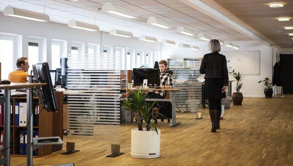 Zaměstnanci v kanceláři - Sputnik Česká republika