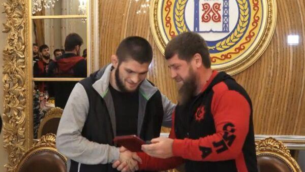 Prezident Čečenska ocenil vítězství Nurmagomedova a zahrnul ho luxusem - Sputnik Česká republika