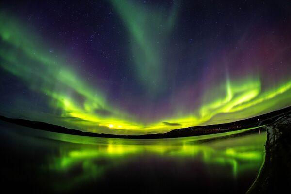 Polární záře v okolí řeky Ura v Murmanské oblasti. - Sputnik Česká republika