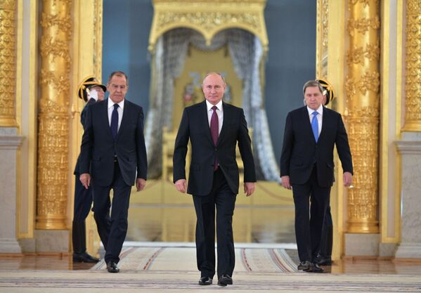 Ruský prezident Vladimir Putin na slavnostním předávání pověřovacích listin zahraničním velvyslancům v jednom z paláců Kremlu. - Sputnik Česká republika