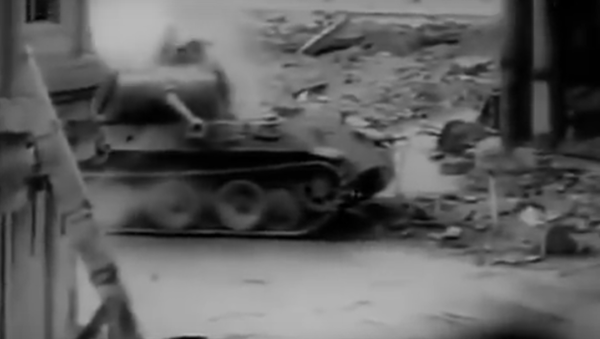 Pershing proti Pantherovi. Skutečné VIDEO tankové bitvy 2. světové války - Sputnik Česká republika