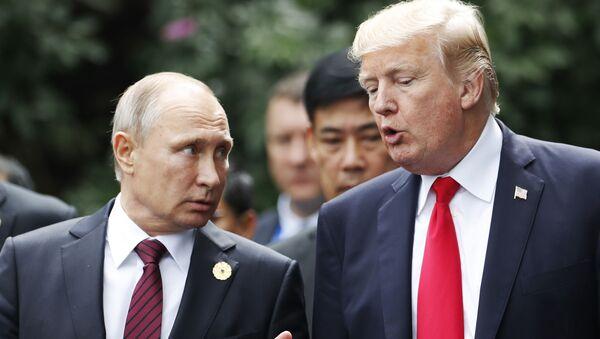 Vladimir Putin a Donald Trump na summitu APEC - Sputnik Česká republika