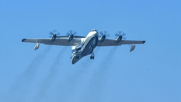 Крупнейший в мире самолет-амфибия AG600 во время полета в Китае - Sputnik Česká republika