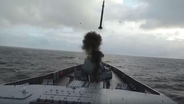 Ministerstvo obrany RF zveřejnilo na YouTube videozáznam cvičení hlavní fregaty projektu 22350 Admirál Gorškov v Barentsově moři. - Sputnik Česká republika