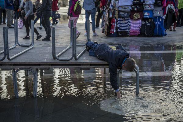 Když příroda nemá náladu. Zničující povodně vyprázdnily italské Benátky - Sputnik Česká republika