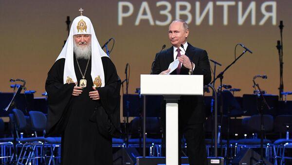 Patriarcha Kirill a ruský prezident Vladimir Putin na zahájení Světové ruské lidové rady - Sputnik Česká republika