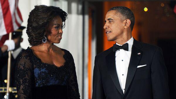 Michelle a Barack Obamovi v Bílém domě - Sputnik Česká republika