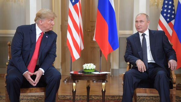 Prezident USA Donald Trumpa a ruský prezident Vladimir Putin - Sputnik Česká republika