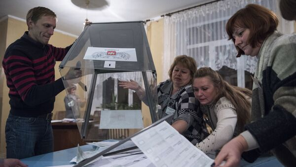 Sčítání hlasovacích lístků volební komisí v DLR - Sputnik Česká republika