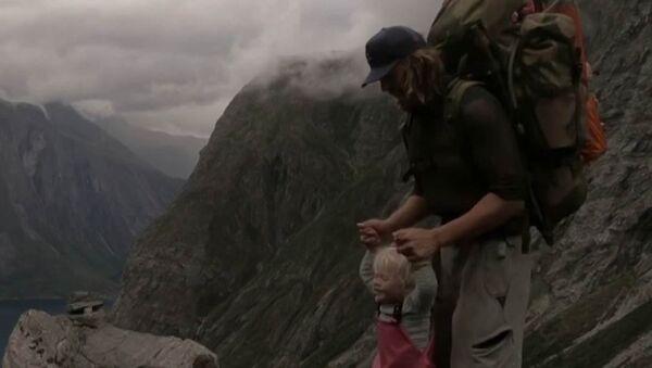 Tříletá dívka překonala přes 500 km v horách - Sputnik Česká republika