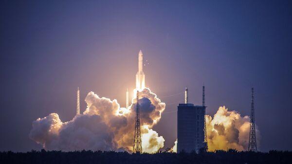 Пуск китайской ракеты-носителя Великий поход-5  - Sputnik Česká republika