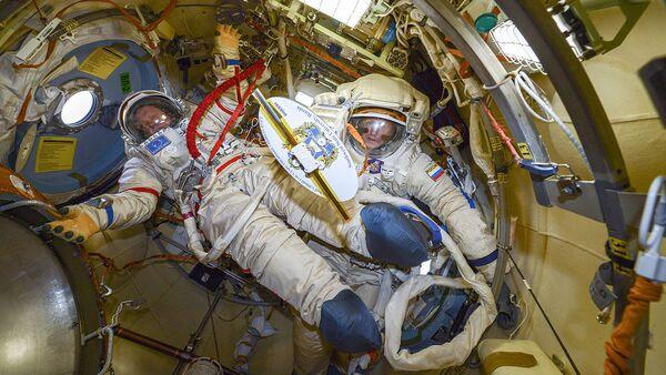 Подготовка к выходу в открытий космос - Sputnik Česká republika