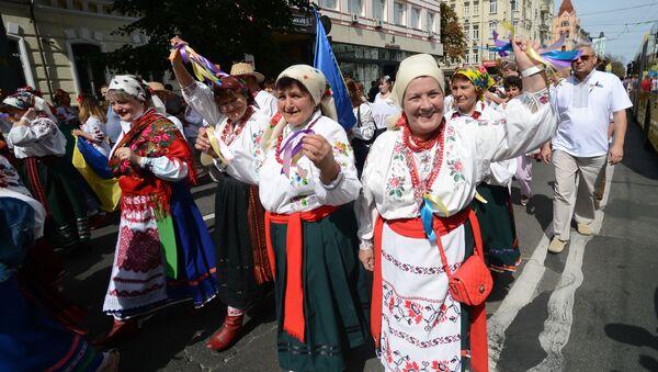 Ukrajinci v národních kostýmech - Sputnik Česká republika