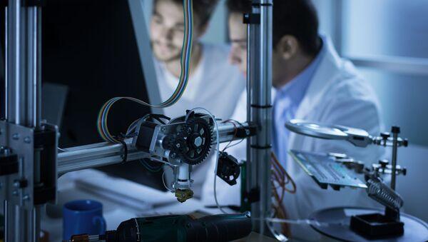 Vědci pracují na 3D tiskárně. Ilustrační foto - Sputnik Česká republika