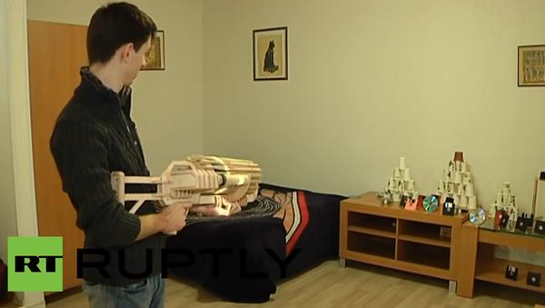 Ukrajina: Student zhotovil dřevěný kulomet - Sputnik Česká republika